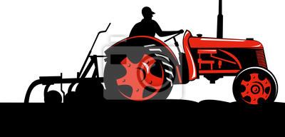 Agricultor manejando su tractor