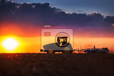 Agricultor, tractor, preparación, tierra, semilla, cultivador