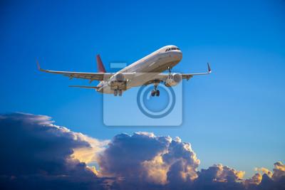 Airbus A-320 con el cielo hermoso