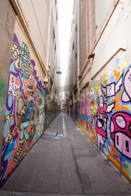 Póster Alley in Melbourne with many graffiti at the wall
