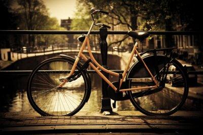 Ámsterdam. Puente del canal Romántico, bici