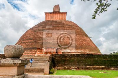 Antiguo estupa en Anuradhapura