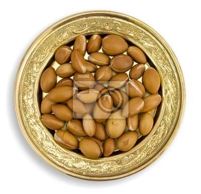 Argan frutas en un plato de oro