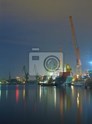 Astillero de Gdansk en la noche