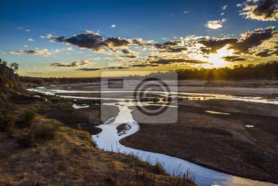 Atardecer en el paisaje del río Olifant en el Parque Nacional Kruger, Sudáfrica