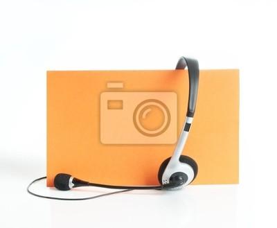 Auriculares en fondo anaranjado