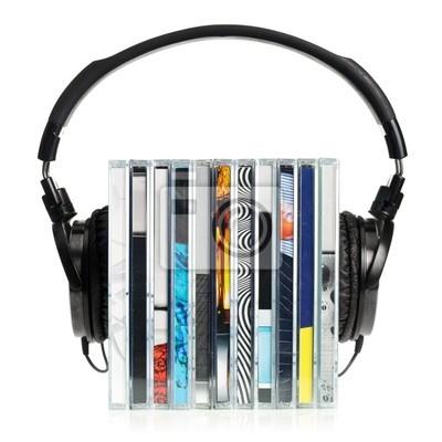 Auriculares en la pila de CDs