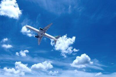 Avión con cielo hermoso en el fondo