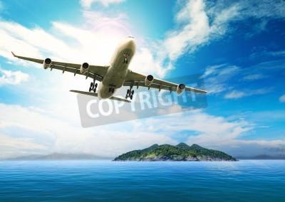 Póster avión de pasajeros volando sobre el hermoso océano azul y la isla en destino pureza uso de las playas del mar para el verano treveling vacaciones de vacaciones