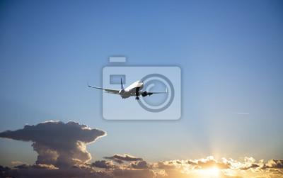 Avión durante la fase de aterrizaje