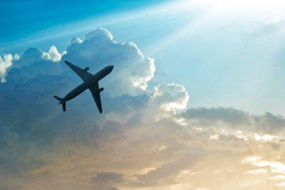 Póster Avión en el cielo y la nube al amanecer