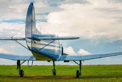 Póster Avión ligero del deporte de la vendimia en la luz de la tarde