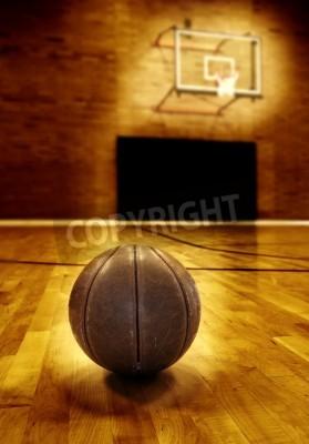 Póster Baloncesto en suelo de madera de la cancha de baloncesto de edad
