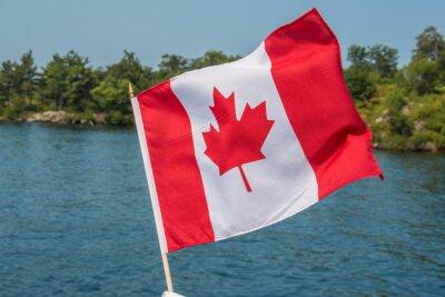 Póster Bandera canadiense en el viento Mil Islas Canadá Ontario