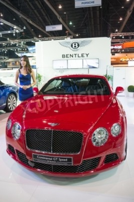 Póster BANGKOK - NOVEMBER 28 : Bentley Continental GT Speed on display at The 30th Thailand International Motor Expo 2013 in Bangkok, Thailand.