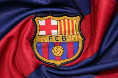 Póster BANGKOK, THAILAND -AUGUST 30, 2015: the logo of Barcelona football club on an official jersey on August 30, 2015 in Bangkok Thailand.