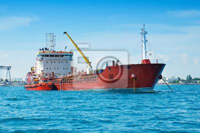 Barcaza en el puerto