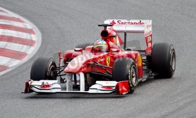 Póster BARCELONA, ESPAÑA - 18 de febrero de 2011: Fernando Alonso de Ferrari conduce su coche de F1 en la Fórmula Uno Días de Prueba Equipos en circuito de Catalunya.