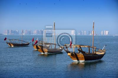 Barcos en un fondo de una ciudad moderna en doha
