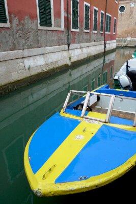 Bateau à Venise coloré