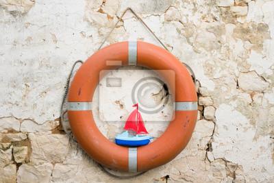 bateau voilier naviguer rêver rêve navigateur bouée saugarder sécurité prudence prudent sureté mer océan secourir sauveteur flotador jouet jouer orange
