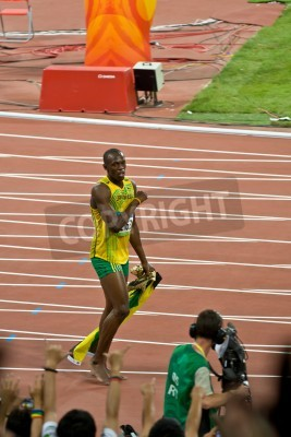 Póster Beijing, China - Aug 16, 2008: Olympic Champion Sprinter Usain Bolt after victory in 100 meter Olympic race
