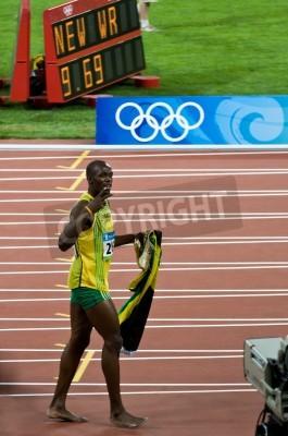Póster Beijing, China - Aug 16: Sprinter Usain Bolt sets new 100 meter world record for men