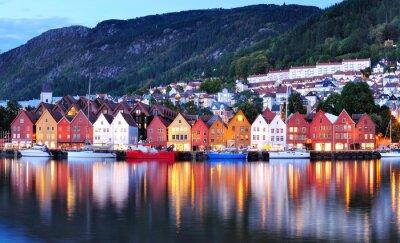 Póster Bergen opinión de la noche del paisaje urbano reflexión