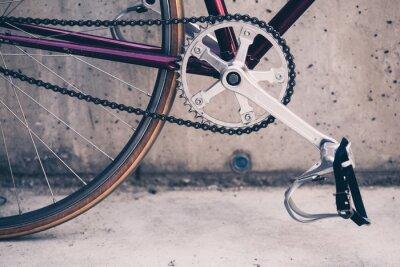 Póster Bicicleta de carretera y muro de hormigón, escena urbana de estilo vintage