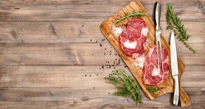 Póster Bife de carne cruda con hierbas y especias
