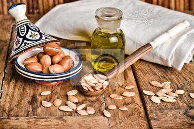 Bodegón de frutas y aceite de argán