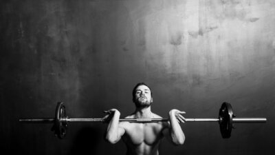 Póster Bodybuilding, Young Athletic Strong Man Weightlifting , Black and White in studio
