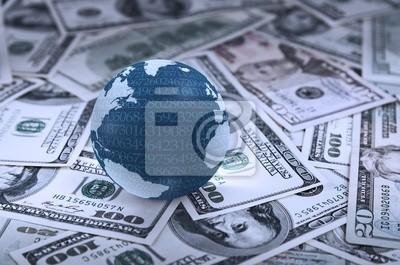 Bola del mundo digital en el montón de dólares