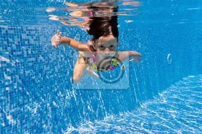 Cabrito subacuático en piscina
