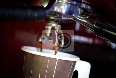 café fresco de la máquina de elaboración de la cerveza de la taza de papel de café caliente