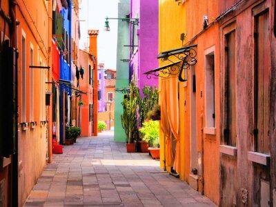 Póster Calle colorida en Burano, cerca de Venecia, Italia