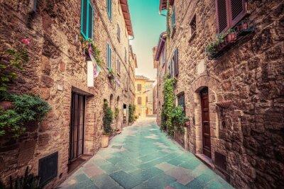 Póster Calle estrecha en una antigua ciudad italiana de Pienza. Toscana, Italia. Vendimia