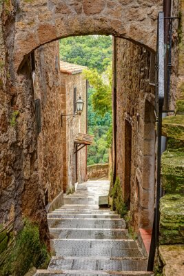 Póster Callejón en el casco antiguo Pitigliano Toscana Italia