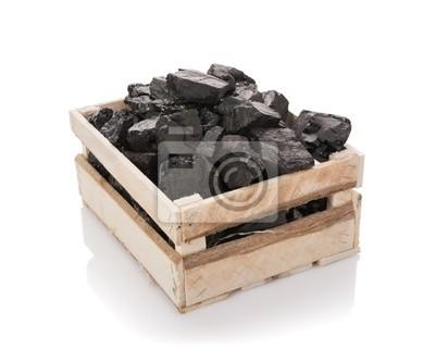 Carbón en una caja de madera