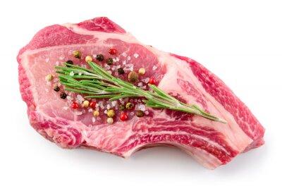 Póster Carne cruda fresca aislada en el fondo blanco. Alimentos orgánicos.