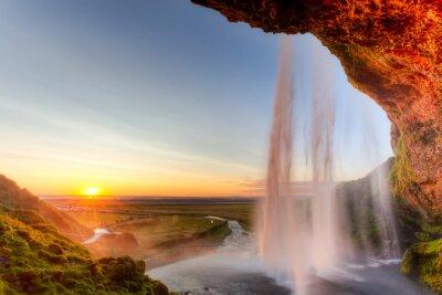 Póster Cascada de Seljalandsfoss al atardecer, Islandia
