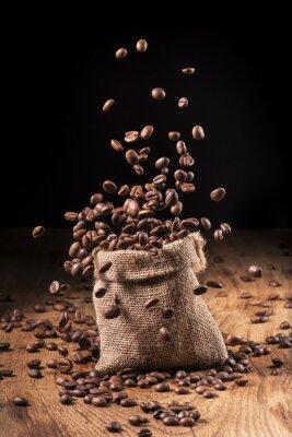 Póster Cascada di chicki di caffè en sacco di iuta