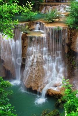 Póster cascada en el parque nacional tailandés