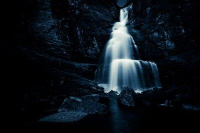 Póster Cascada en la noche