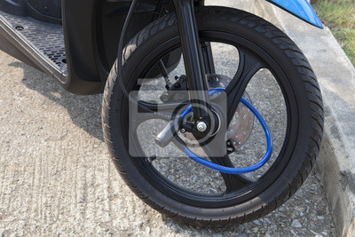 cerradura portátil en motocycle rueda delantera