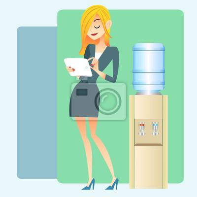 Chica watercooler oficina tablilla del ordenador