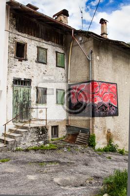 Cibiana, el pueblo de los murales, los Alpes, Italia