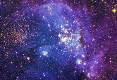 Póster Cielo nocturno con nubes estrellas nebulosa de fondo. Pintura de fractal colorido, luces sobre el tema del arte, resumen, creatividad. Planeta y galaxia en un espacio libre. Elementos de esta imagen p