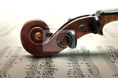 Clavijero y desfile del violín en la música sheed.