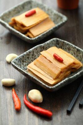 Póster Cocina china servida en un plato de salsa